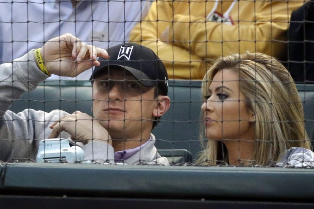 Johnny Manziel a été accusé par son ex-copine Colleen... (PHOTO AP)