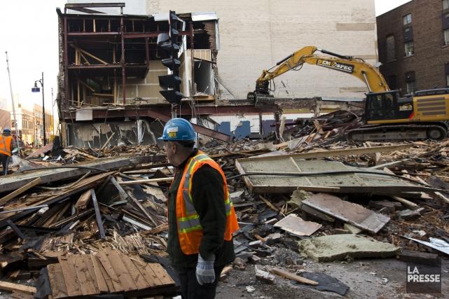 La démolition d'un immeuble de la rue Sainte-Catherine Est, à Montréal, ne... (PHOTO OLIVIER JEAN, LA PRESSE)