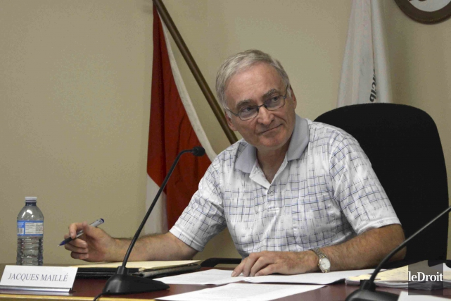 Le maire Jacques Maillé s'est attiré les foudres... (Benoit Sabourin, Archives LeDroit)