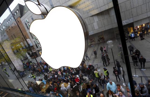Applea annoncé avoir écoulé 51,19 millions de téléphones... (AP, Matthias Schrader)