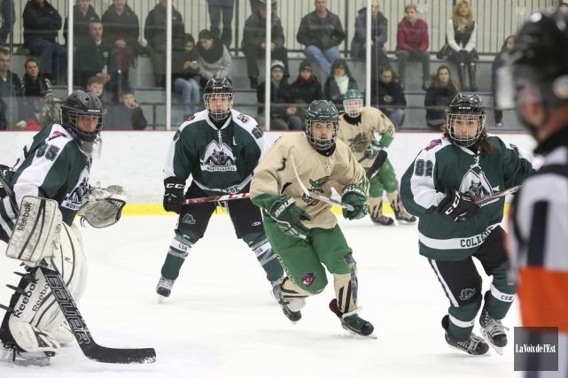 Le hockey scolaire prendra toute la place au... (Archives, La Voix de l'Est)