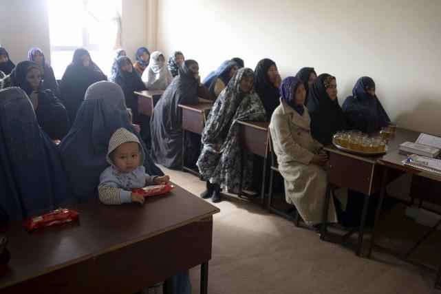 Des femmes afghanes dans une classe d'une école... (AFP, Farshad Usyan)
