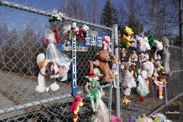 Des animaux en peluche sont encore déposés près... (Marie Noël, Le Nouvelliste)