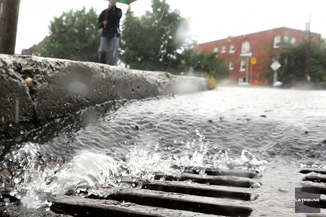 Le problème des surverses d'égout continue de donner... (Archives La Tribune)