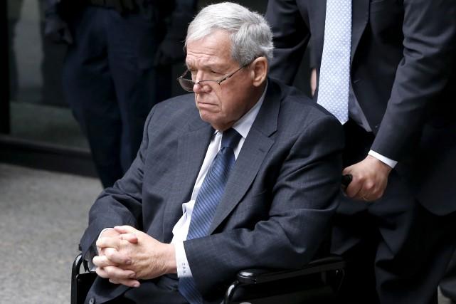 Dennis Hastert devient l'un des plus puissants politiciens... (AP, Charles Rex Arbogas)