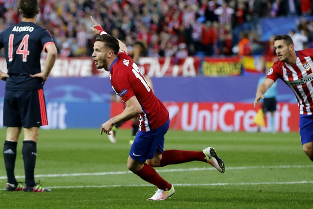 Le filet de Saul Niguez place l'Atlético de Madrid... (Associated Press)