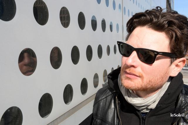 Yann Perreau reprend son chapeau de chanteur festif... (Le Soleil, Erik Labbé)