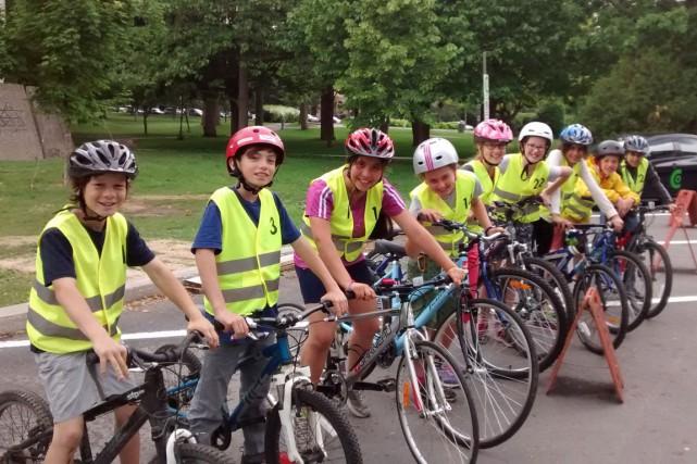 Jeunes participants au programme Cyclistes avertis de Vélo... (PHOTO FOURNIE PAR VÉLO QUÉBEC)