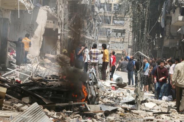Dans le quartier de Boustane al-Qasr, un correspondant... (PHOTO ABDALRHMAN ISMAIL, REUTERS)
