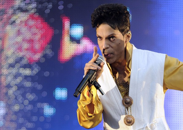Les mémoires de Prince, intitulés provisoirement The Beautiful... (PHOTO ARCHIVES AFP)