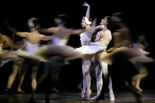 Les danseurs Alina Cojocaru et Julio Bocca dans... (PHOTO ARCHIVES AFP)