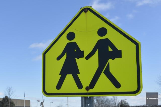 Près de 4,4 M $ seront investis au cours de l'été dans 14 écoles des... (Archives La Tribune, Maxime Picard)