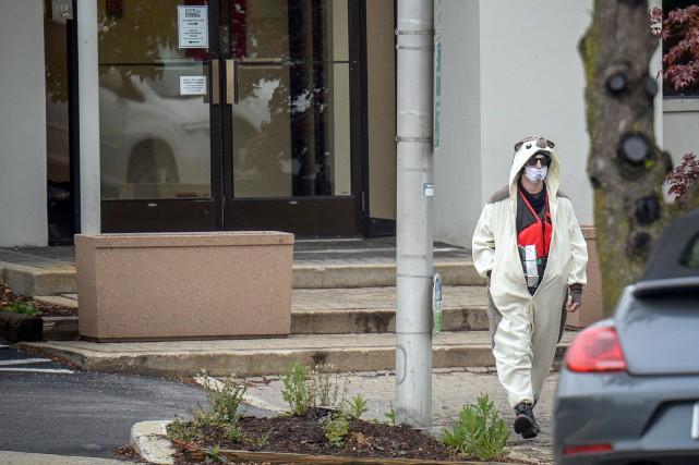 Un homme affirmant posséder une bombe quitte la... (PHOTO BRYAN WOOLSTON, REUTERS)