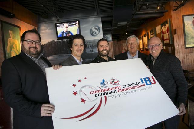 Steve Duchesneau de Baseball-Québec, le conseiller municipal Vincent... (Spectre Média, René Marquis)