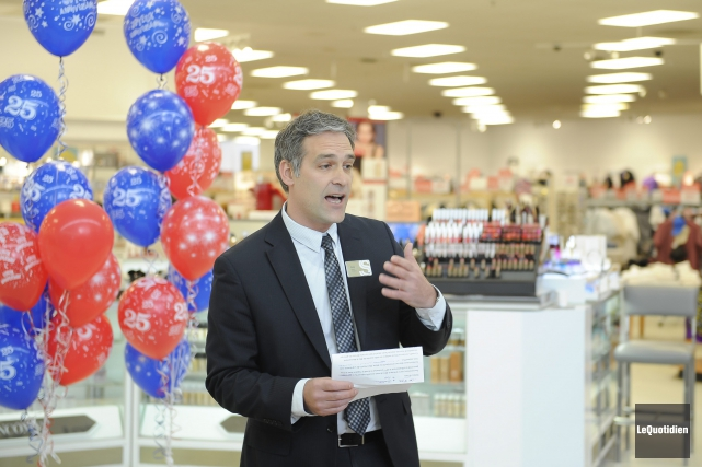 Félix-Antoine Régnier de Sears confirme que le magasin... (Photo Le Quotidien, Gimmy Desbiens)