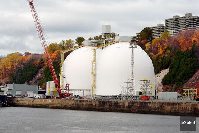 Les immenses silos construits au Port de Québec... (Photothèque Le Soleil, Erick Labbé)