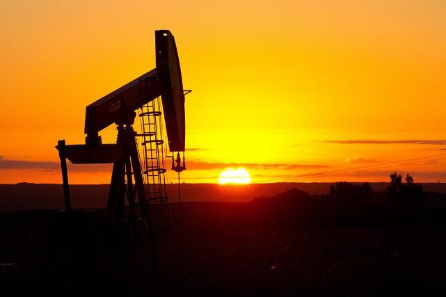 Les cours du pétrole ont légèrement baissé lundi à l'issue d'une séance... (PHOTO KAREN BLEIER, ARCHIVES AFP)