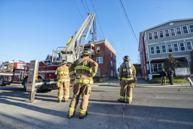 Un incendie dans un immeuble à logements de la rue du Conseil à Sherbrooke a... (Spectre Média, Julien Chamberland)