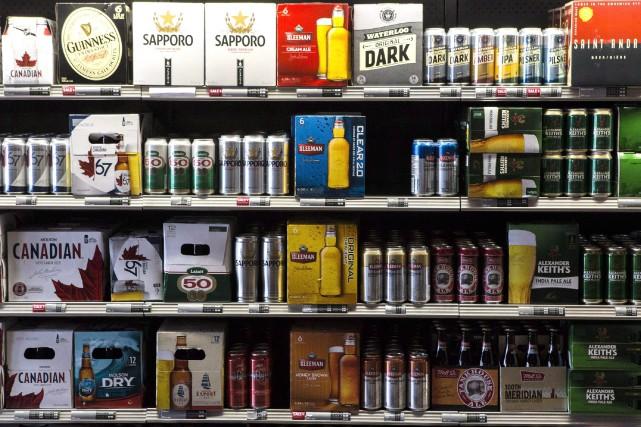 La bière vendue dans les commerces québécois près... (Archives La Presse canadienne, Chris Young)