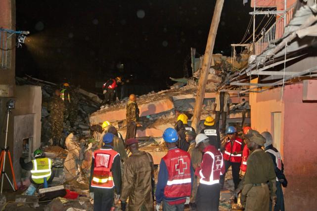 La croix-rouge kenyane travaille sur le site de... (Photo Sayyid Abdul Azim, AP)