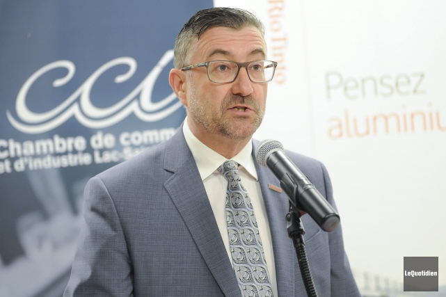 Étienne Jacques s'est adressé aux gens d'affaires et... (Photo Le Quotidien, Gimmmy Desbiens)