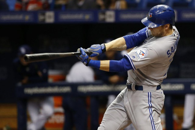 Michael Saunders a frappé deux longues balles et Aaron Sanchez n'a pas accordé... (Photo USA Today Sports)