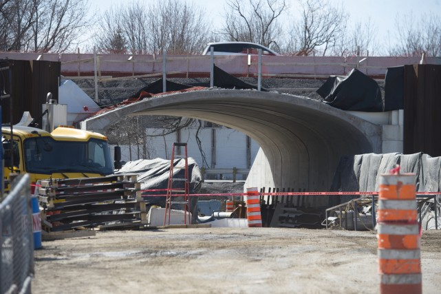 La poutre d'acier de 68 tonnes tombée d'un viaduc de l'autoroute 40 à... (Stéphane Lessard)