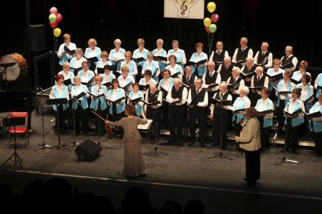 Le Choeur des aînés de La Tuque présentait, vendredi, son concert annuel au... (Audrey Tremblay)
