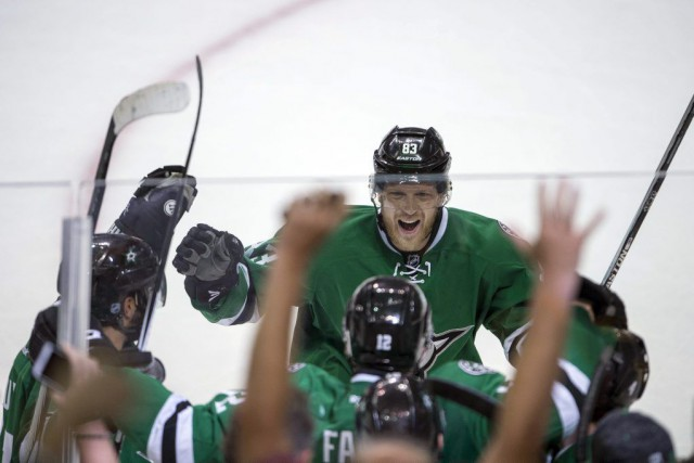 Radek Faksa (12) a marqué le but gagnant... (PHOTO USA TODAY SPORTS)