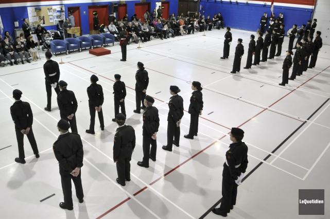 Le Corps de cadets 2869 de Laterrière tenait, vendredi soir, sa 48e revue... (Photo Le Quotidien, Rocket Lavoie)