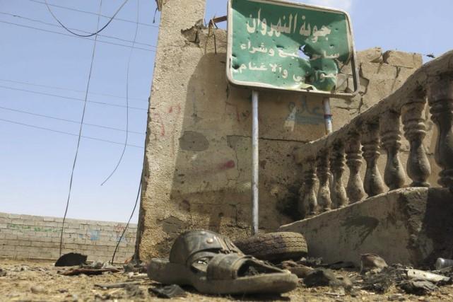 La bombe a explosé sur une route dans... (PHOTO KHALIL AL-MURSHIDI, AFP)