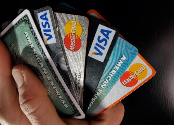 Une chose à éviter avec les cartes de... (PHOTOElise Amendola, Archives Associated Press)