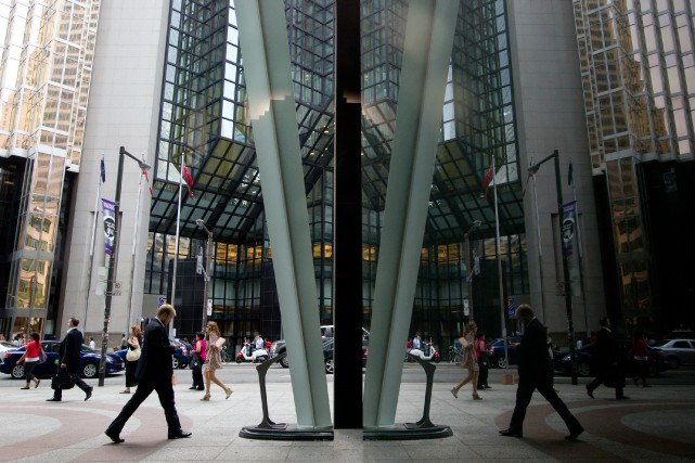 Bay Street, dans le quartier financier de Toronto... (PHOTO Brent Lewin, Archives Bloomberg)