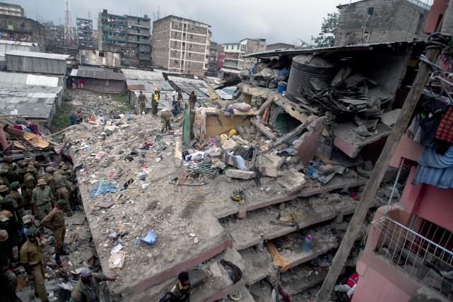 Selon la Croix-Rouge kenyane, 150 résidences et appartements... (Associated Press)