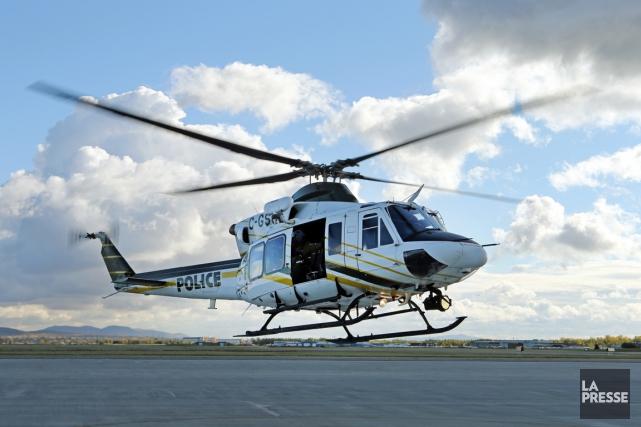 Un hélicoptère de la SQ a été dépêché... (PHOTO MARTIN CHAMBERLAND, ARCHIVES LA PRESSE)