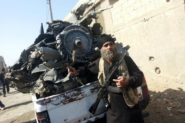 Un djihadiste du groupe État Islamique à Raqqa.... (Photo AFP)