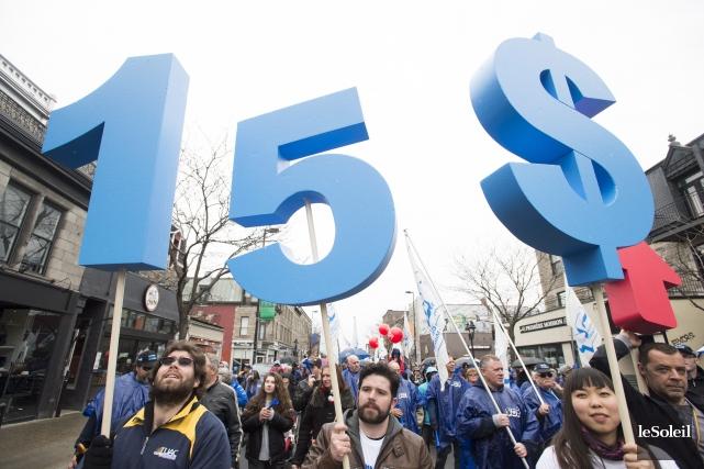 Le débat sur le salaire minimumfait rage depuis... (PHOTO ARCHIVES LE SOLEIL)