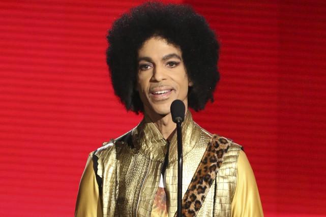 Prince à la cérémonie des American Music Awards... (PHOTO ARCHIVES AP)