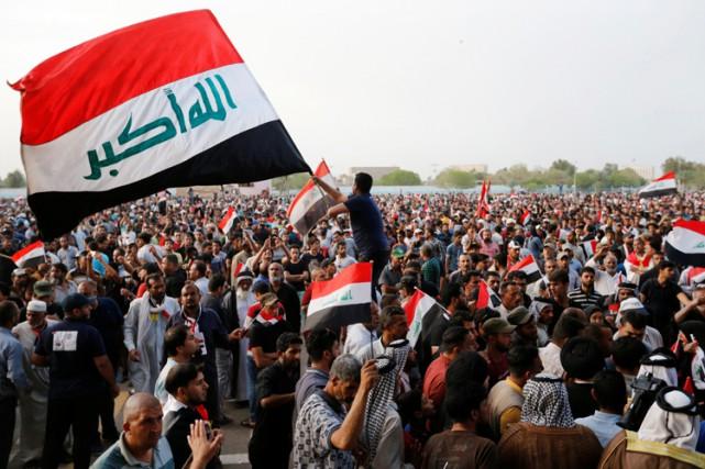Excédés, des milliers d'Irakiens ont organisé des sit-in... (PHOTO REUTERS)