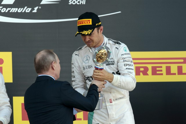 Vainqueur au Grand Prix de Russie, Nico Rosberg a... (Associated Press)