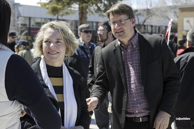 Les députés péquistes Mireille Jean et Sylvain Gaudreault... (Photo Le Quotidien, Mariane L. St-Gelais)