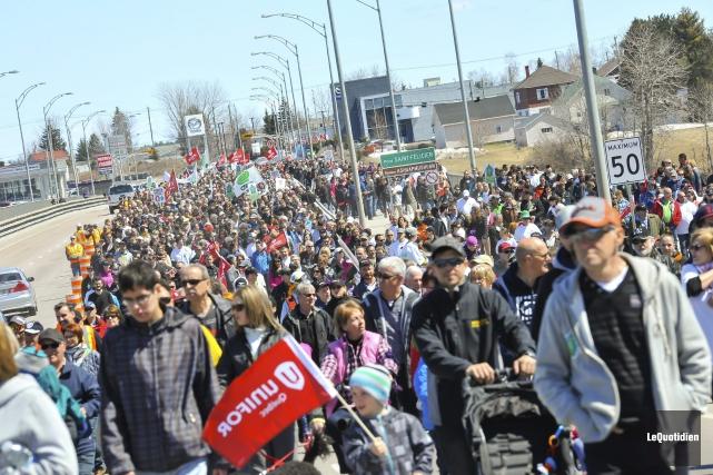 Au moins 4000 personnes ont participé à une... (Photo Le Quotidien, Louis Potvin)
