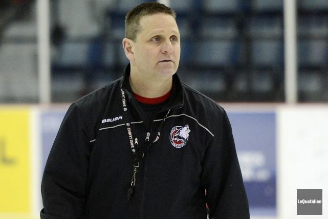 L'entraîneur-chef des Huskies, Gilles Bouchard... (Archives Le Quotidien, Jeannot Lévesque)
