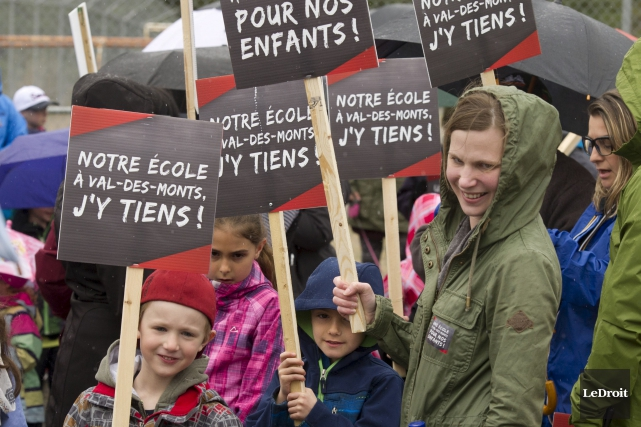 Près de 200 personnes ont manifesté dans les... (Martin Roy, LeDroit)