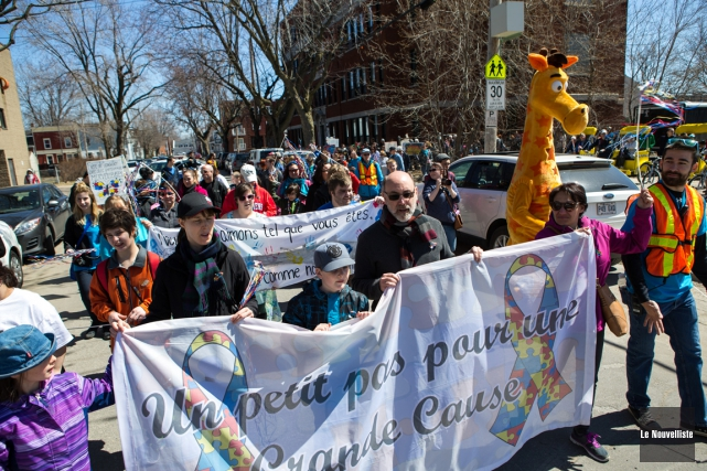 Ils étaient plusieurs milliers partout au Québec à marcher pour la cause de... (Olivier Croteau, Le Nouvelliste)