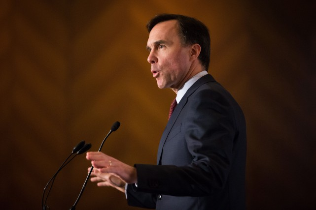 Bill Morneau refuse de divulguer l'analyse des coûts... (PHOTO PC)