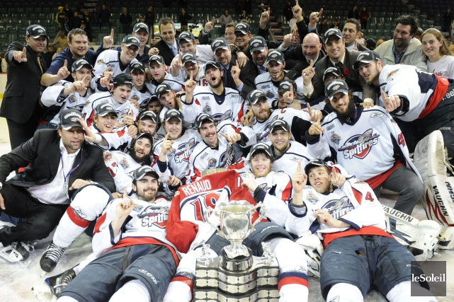 Les Spitfires de Windsor ont remporté la Coupe... (Photo Steve Deschênes, archives Le Soleil)