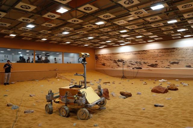 Un prototype de véhicule pouvant aller sur Mars.... (PHOTO ADRIAN DENNIS, AGENCE FRANCE-PRESSE)