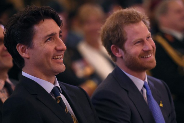 Justin Trudeau et le prince Harry.... (Photo Nathan Denette, La Presse Canadienne)