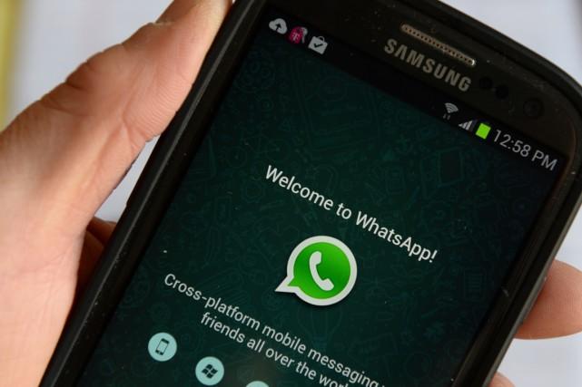 WhatsApp ne s'est pas encore prononcé et Facebook... (PHOTO STAN HONDA, ARCHIVES AFP)